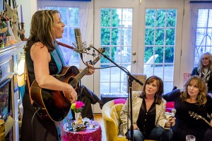 "Singing in the ""pretty room"" with Suzy Bogguss & Gretchen Peters"