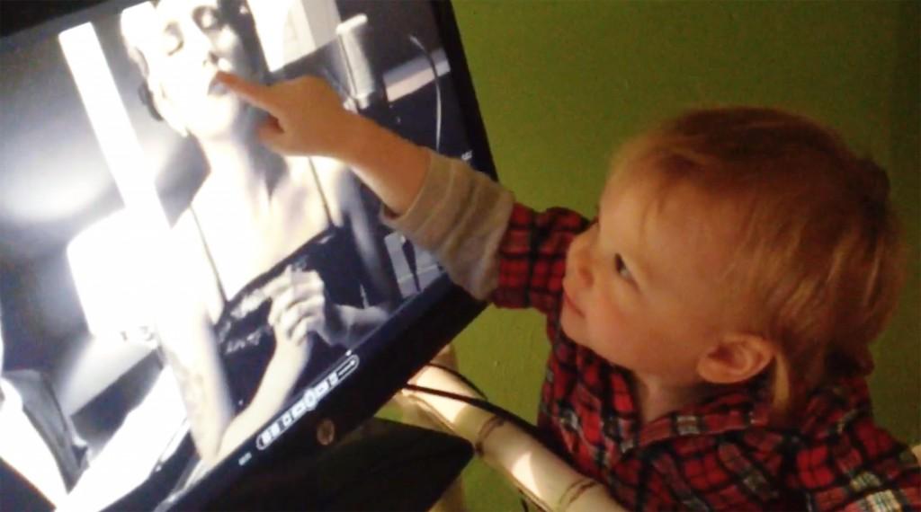 Atreyu watches his Mama singing on TV.