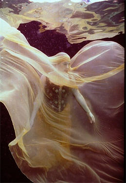"Howard Schatz underwater shot from the ""Sand & Water"" photoshoot"