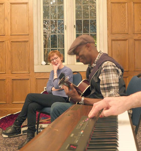 Keb thrilling us…cracking up Jonatha performing for students at the Feb. 2015 BNC workshop
